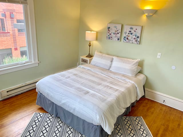 Private Powderhorn Room with queen bed [10f]