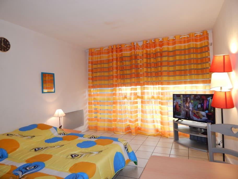 location studio meubl n mes id al vacanciers apartments for rent in n mes languedoc. Black Bedroom Furniture Sets. Home Design Ideas