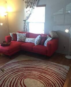 Cozy Contemporary Roomie Stay II - Toledo