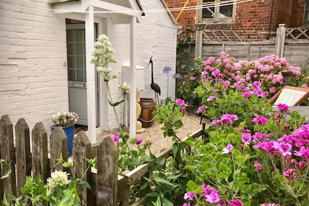 Romantic, cosy cottage in central Yarmouth