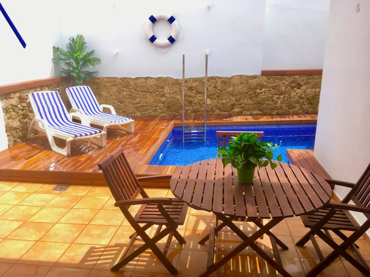 House with a private pool in the center of Palamós