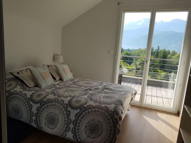 Chambre avec terrasse. lit 2 personnes