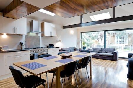 EGHAM HOUSE sleeps 16 near Windsor Ascot Legoland - Egham - House