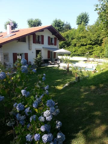 Studio neuf dans grand jardin - Mouguerre