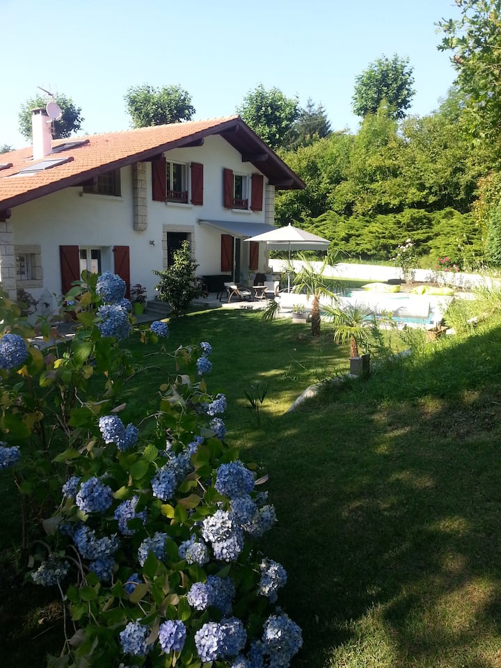 Studio neuf dans grand jardin