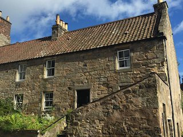 17th century Thistle House, Falkland