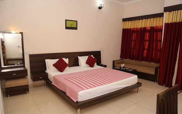 Comfortable Luxury Room In Sariska with Breakfast