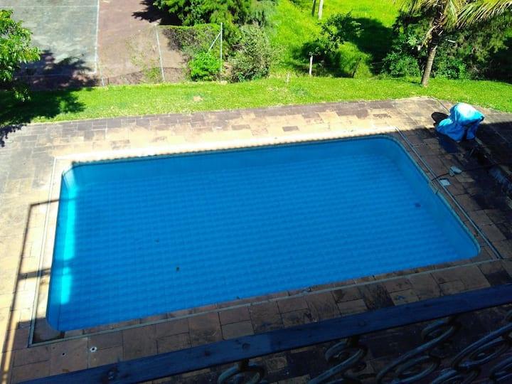 Sítio com piscina e quadra poliesportiva em Itu