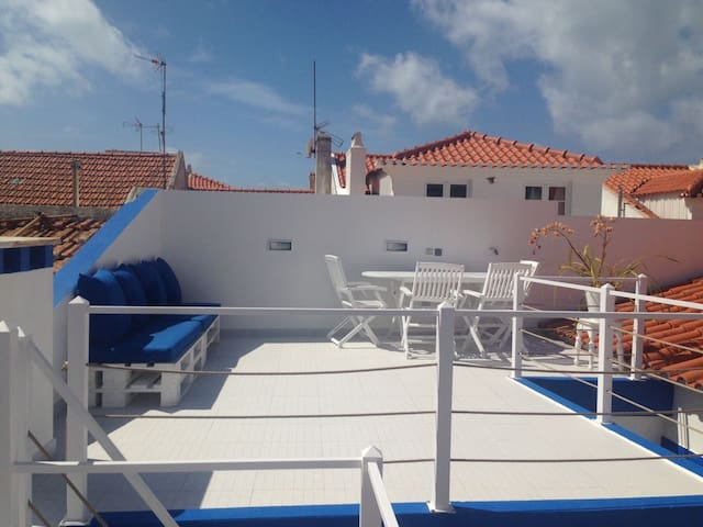 Cozy 3 bed house in centre Ericeira with terrace