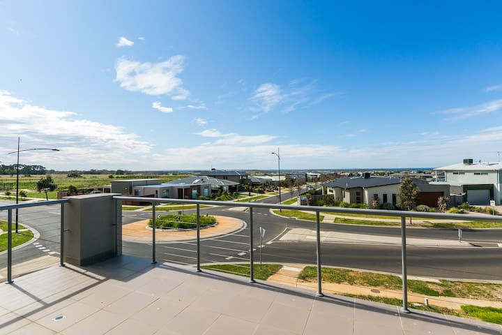 Ocean View Family Entertainer T1084 - Torquay - House
