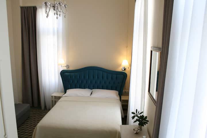 Άνετο δωμάτιο για 3-4 άτομα. μίνι σουίτα