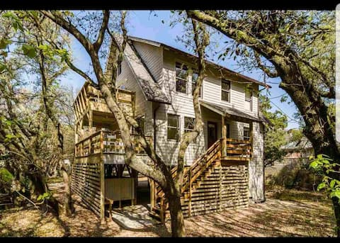 Duck cottage with only a 5 min walk to the beach