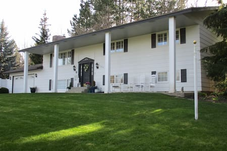 Quiet country setting - Spokane Valley - House
