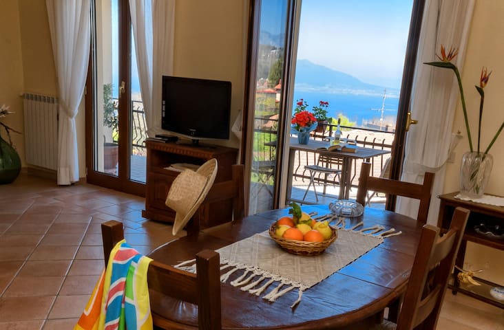 Apartment Bay: downtown, sea view, parking, wi-fi - Sant'Agata sui Due Golfi - Appartement