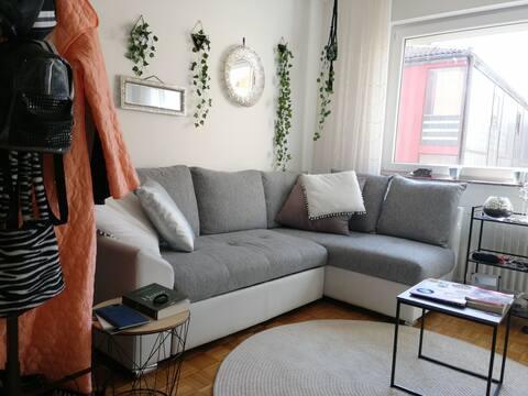 Super cozy bright and green flat