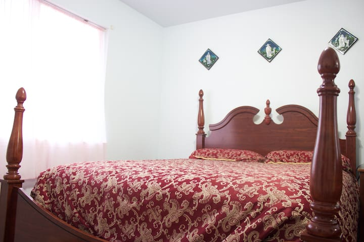 COZY BEDROOM WITH QUEEN SIZED BED - Fort Worth - Casa