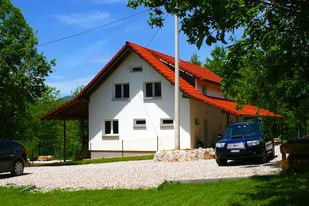 Active holidays between Plitvice Lakes & Zadar 23 - Gračac - Rumah
