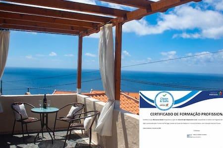 Villa do Pombal,salt water pool, great sea views!