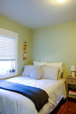 Bright & airy room in North Park *MUST LOVE DOGS*