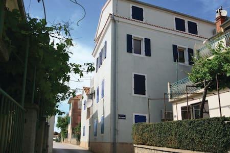 3 Bedrooms Apts in Betina - Betina