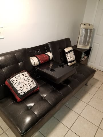 Peaceful One Bedroom Apartment in basement near NY