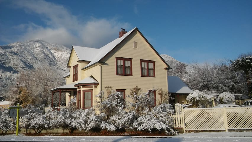 The Neill House in Beautiful Downtown Kernville. - Kernville - Ház