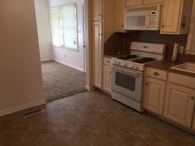 Cozy 3 bedroom - Columbus - Hus