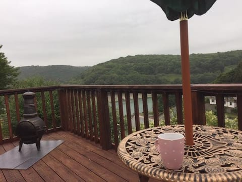 Top Attic Room, Stunning views  Breakfast included