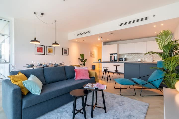 Colorful and Stylish 2 BR with Stunning views