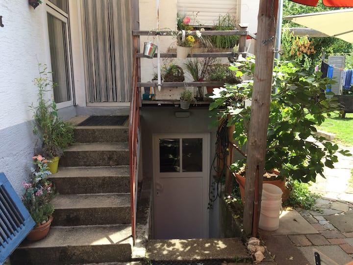 Gemütliche Wohnung (ruhig) mit eigener Terrasse