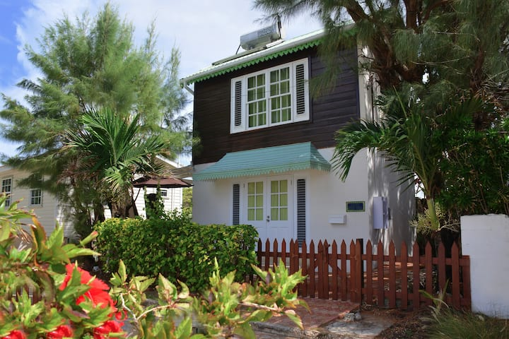 Tiny House for 2:  seabreeze & view in lovely area