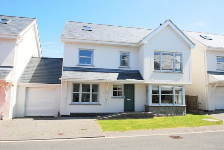 Gull House - 403300 - Bae Trearddur - Casa