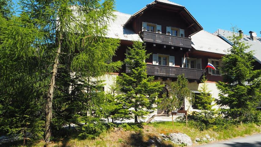 Vila Koman, Mountain retreat and getaway
