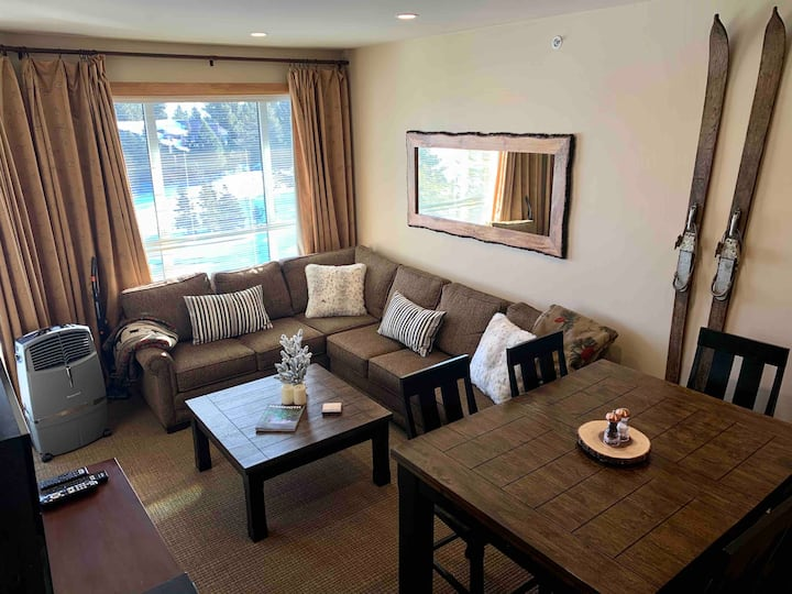 Top Floor/Views, AC, Ski In/Out - 2BR/2BA & Modern