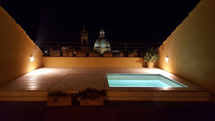 Attico Taranto - Room Giardino d'interno