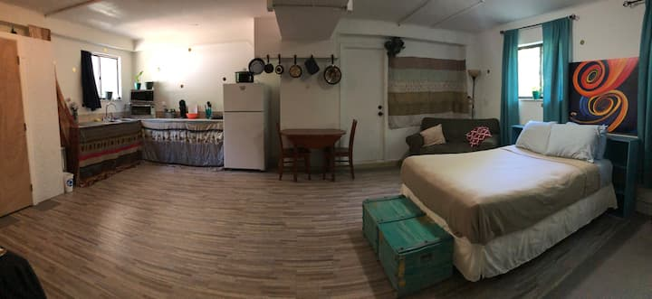 Fully furnished Studio Apartment Close to I-10