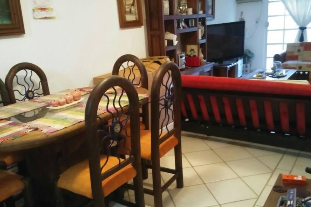 Comedor y sala (sofá cama)