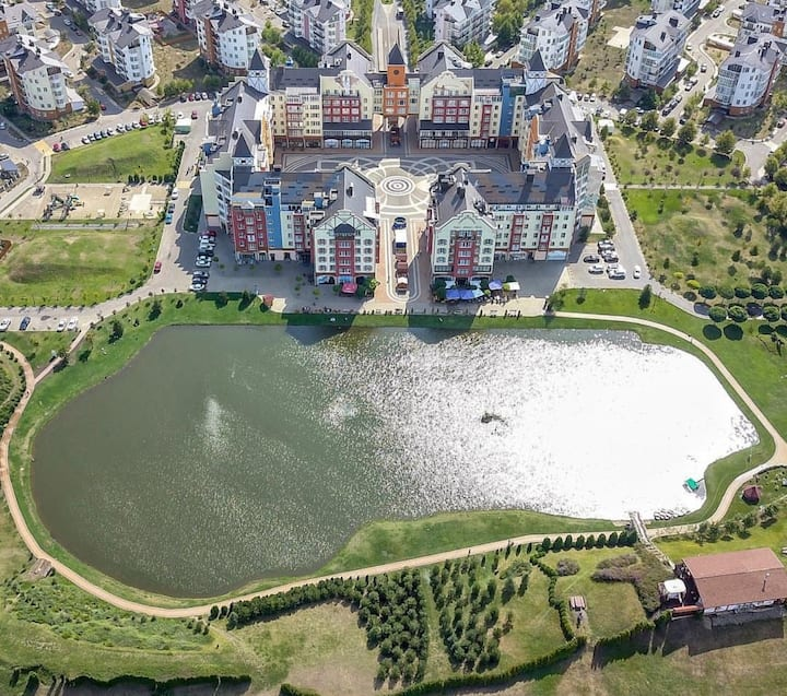 Немецкая деревня ЛЮКС с видом на ОЗЕРО