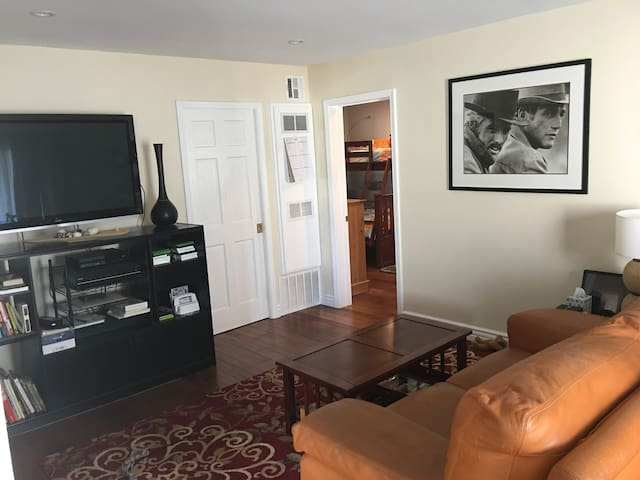 Contemporary and comfy, 2 bedroomed/2 bath unit! - Lomita - Apartamento