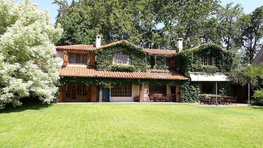 Casa Peña. Casa entera jardin y pileta La Horqueta