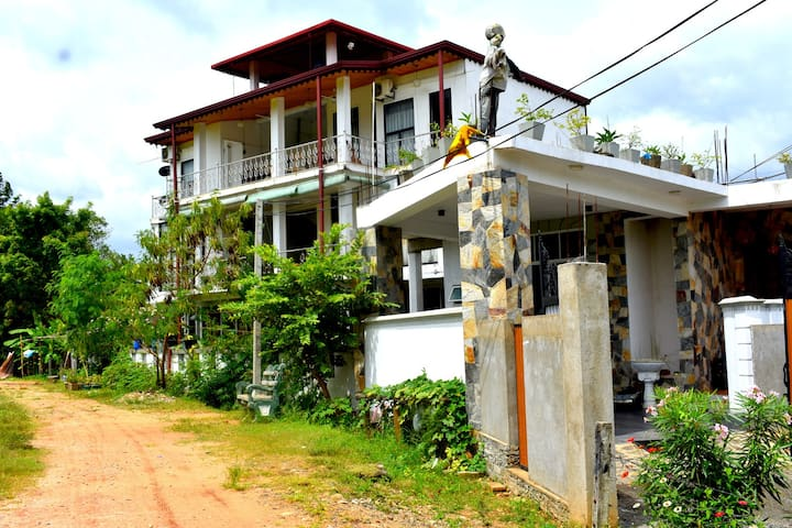 Air Conditioned Double Room / Hotel Janara