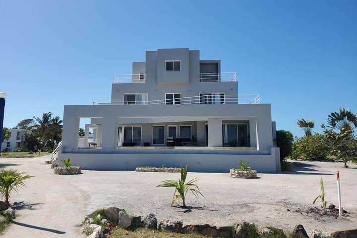 Luxury Beachfront Villa & Pool - PRIVATE CHEF!