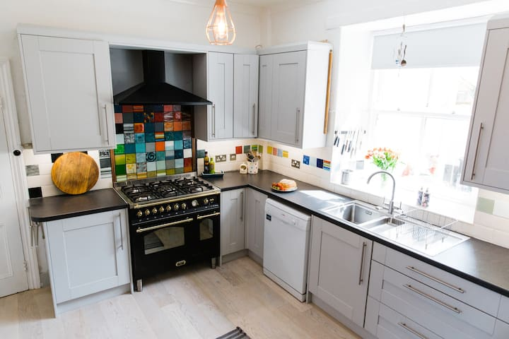 Well equipped kitchen with Range cooker