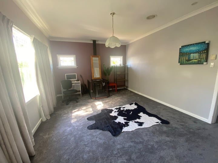 Safe middle class area double room budget & clean