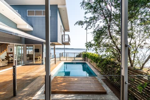 MAGNIFICENT LAKEFRONT BEACH HOUSE. Central Coast.