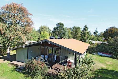 Holiday cottage with 3 bedrooms on 60m² in Føllenslev