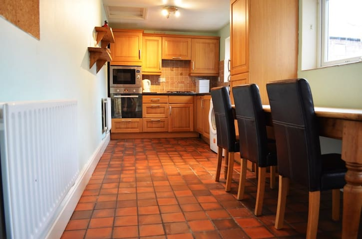 Spacious central Carlisle Townhouse, sleeps 10