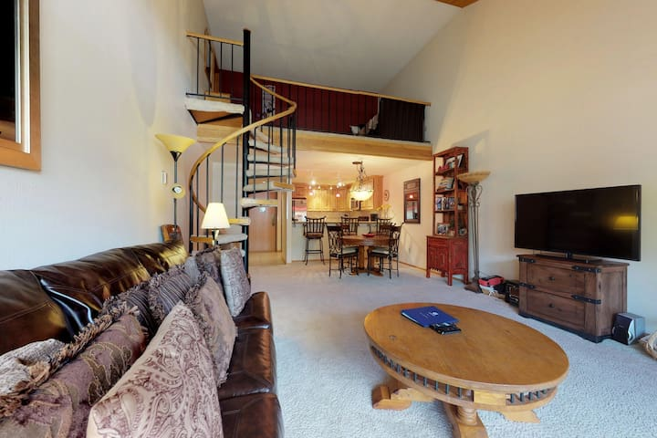 Cozy condo w/ shared hot tubs, fireplace, loft & deck - ski nearby!