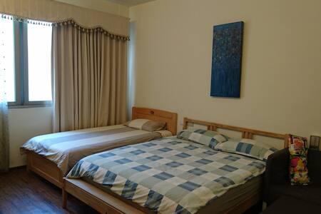 2B,Sweet house台中火車站,24H家樂福,大魯閣新時代百貨,獨衛,一張單人床,一張雙人床