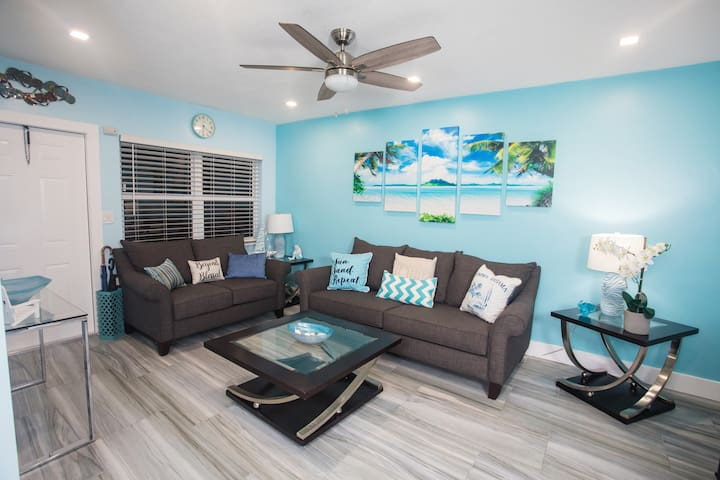Blue Escape modern 1bdrm 2miles to Hollywood Beach